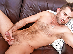 hot wavy bear wanks his thick tasty cock in anticipation of this dude cums