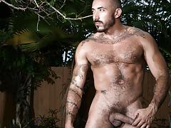 Latino mega-hunk Allesio Romero jerks off in his backyard
