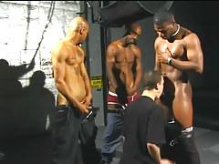 Da poka man and four assistants have man-lover sex in jail in 2 movie scene