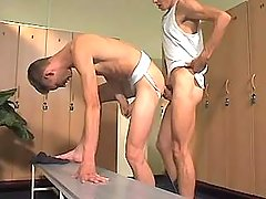College gay stud sub bonks homosexual in checkroom