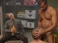 Muscle faggot sucks shaggy prisoner