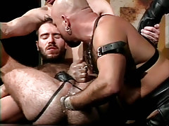 Hairy dilf fistfucked by ripe bear boy in fetish groupie